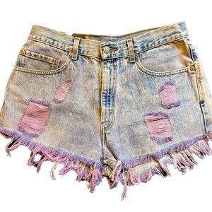 NWOT- Levi's VTG tie dye Pinkish Distressed Shorts